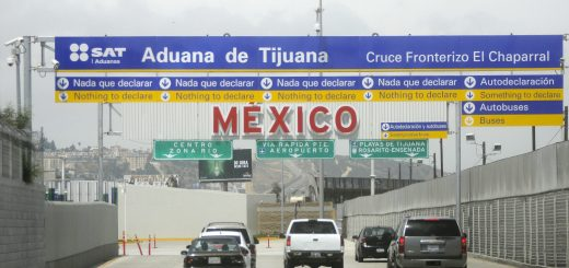 Picture of el chaparral crossing in Tijuana, Mexico.